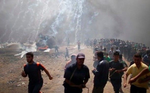 الاحتلال الإسرائيلي يواجه المتظاهرين في فلسطين ويرتكب مذبحة بالتزامن مع افتتاح سفارة واشنطن في القدس المحتلة .