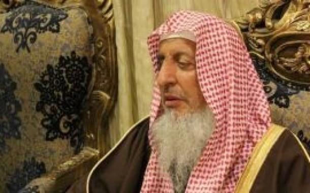 """شاهد مفتي السعودية يتحدث بلغة لا يفهمها البشر عن """"يوم عرفة"""""""
