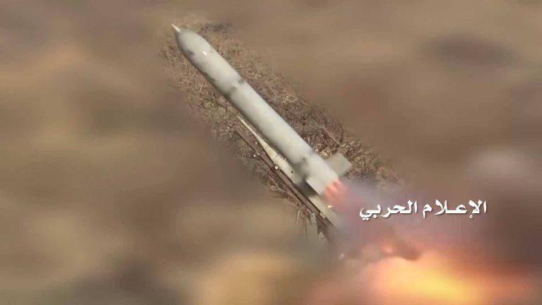 صاروخان  زلزال1 يدكان  تجمعات الجنود السعوديين ومرتزقهم جنوب الخوبة بجيزان .