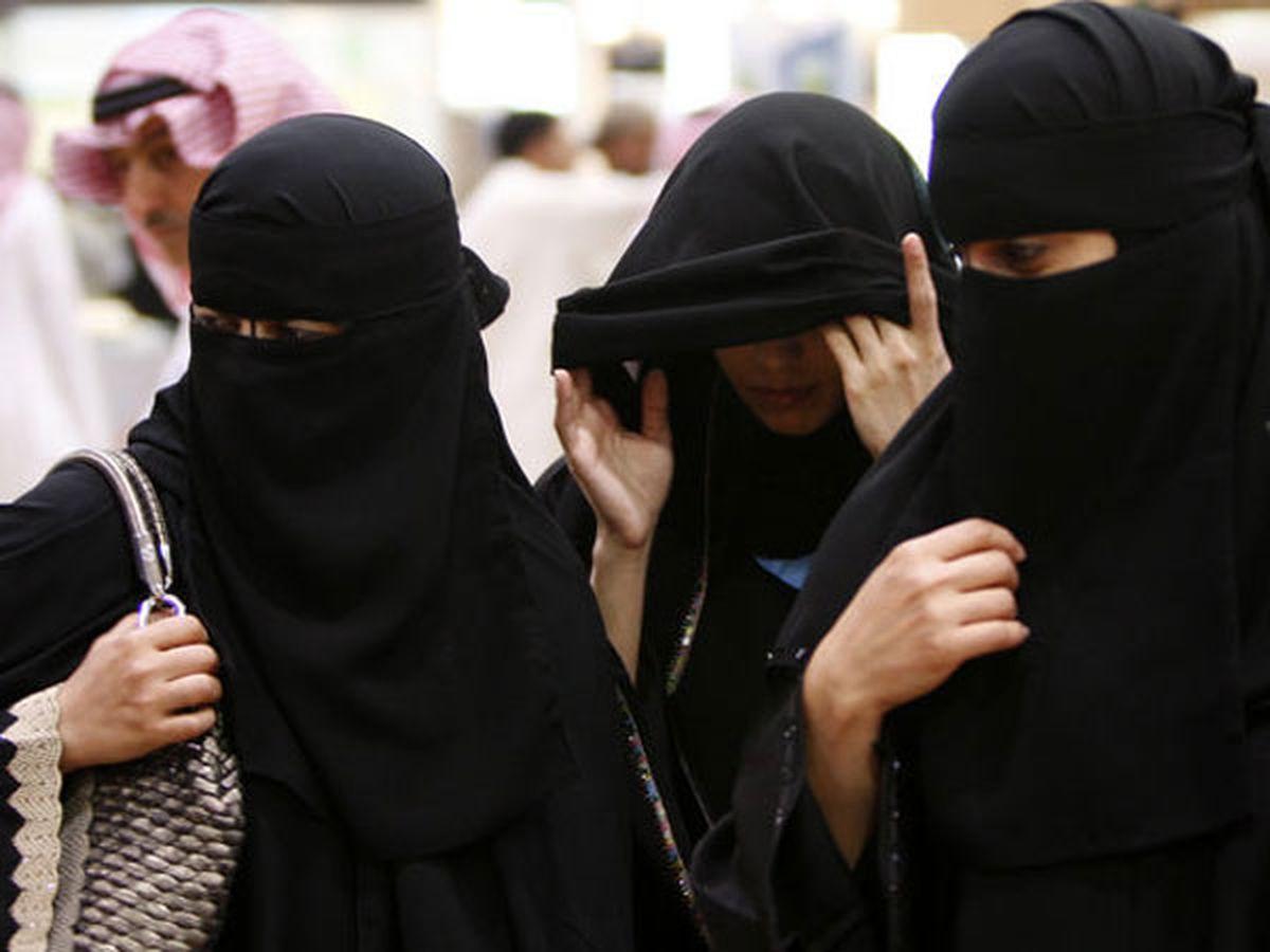 """تفاصيل قضية """"تعرية الفتيات"""" في سجون السعودية."""