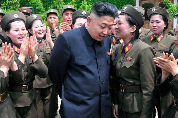 شاهد بالصور زعيم كوريا الشمالية يامر بتدريب نصف مليون فتاةلهذة المهنة
