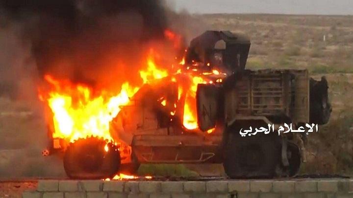 إعطاب وإحراق 3 آليات للمرتزقة وأسر وقتل عدد منهم بهجوم على مواقعهم في المخا .