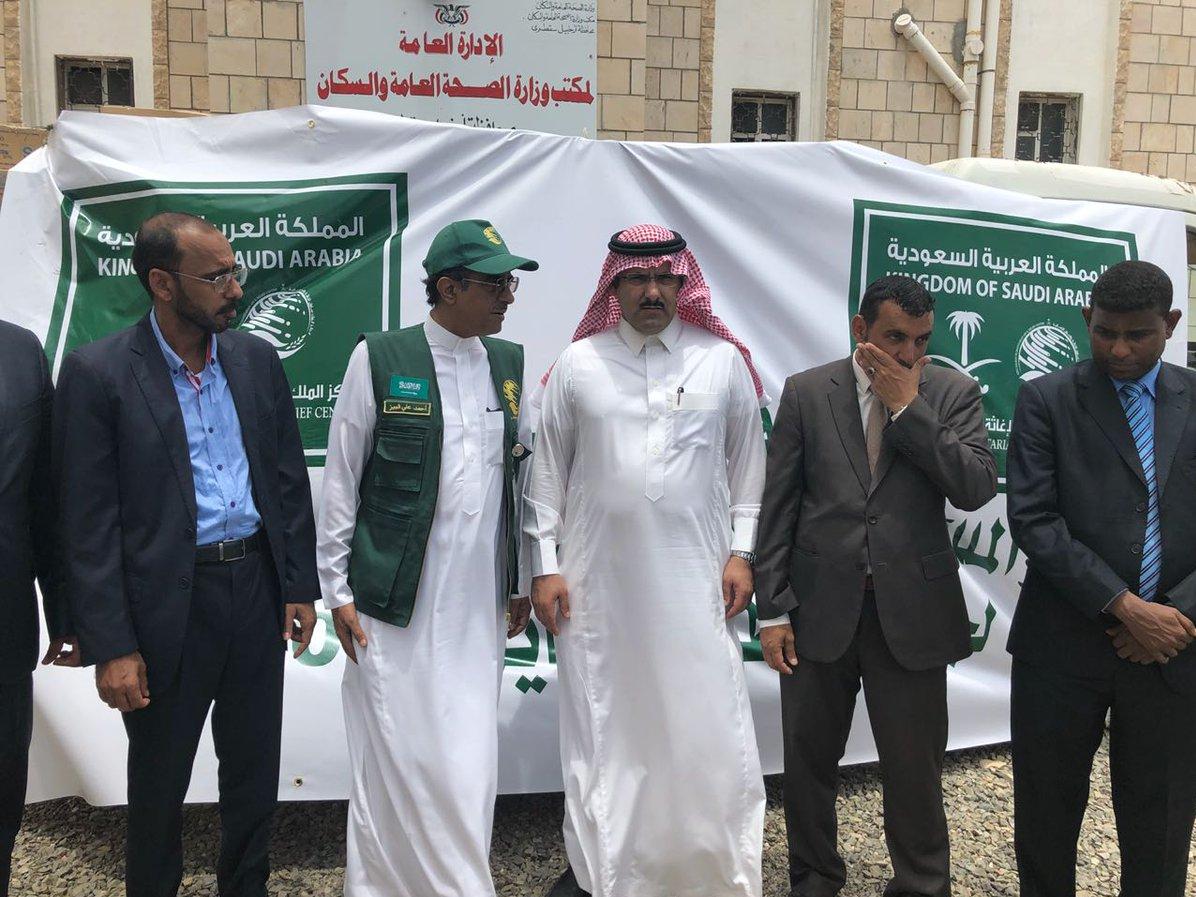 بالصور : السفير السعودي يتعمد إهانة اليمنيين وصحفيون وناشطون ينفجرون غضباً : وهذا ما علقوا عليه؟!